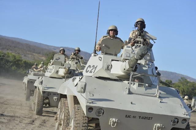 Vehículos blindados fueron estratégicamente desplegados de manera preventiva en la frontera con Venezuela con el fin de garantizar la soberanía  y la seguridad de los colombianos.