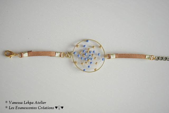 bijoux attrape rêves en cuir fait main tradition amérindienne. Toile d'araignée tissée de perles bleu et or vanessa lekpa