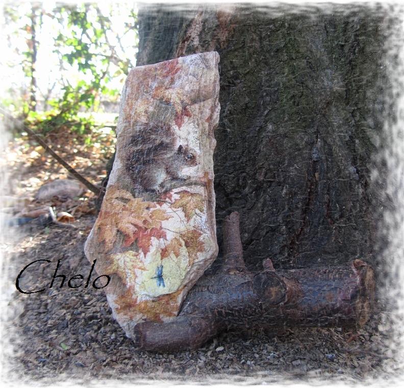 El rincón de chelo: decoupage en una piedra.....