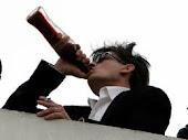 Bebo porque sou egocêntrico. Gosto quando o mundo gira ao meu redor