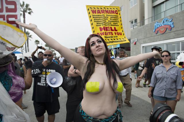 Women venice beach topless