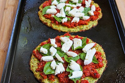 Low-Carb Zucchini-Crust Vegetarian Pizza Margherita - On the Grill or ...