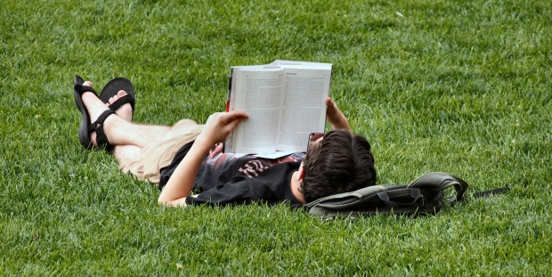 Biasakan Diri Untuk Membaca