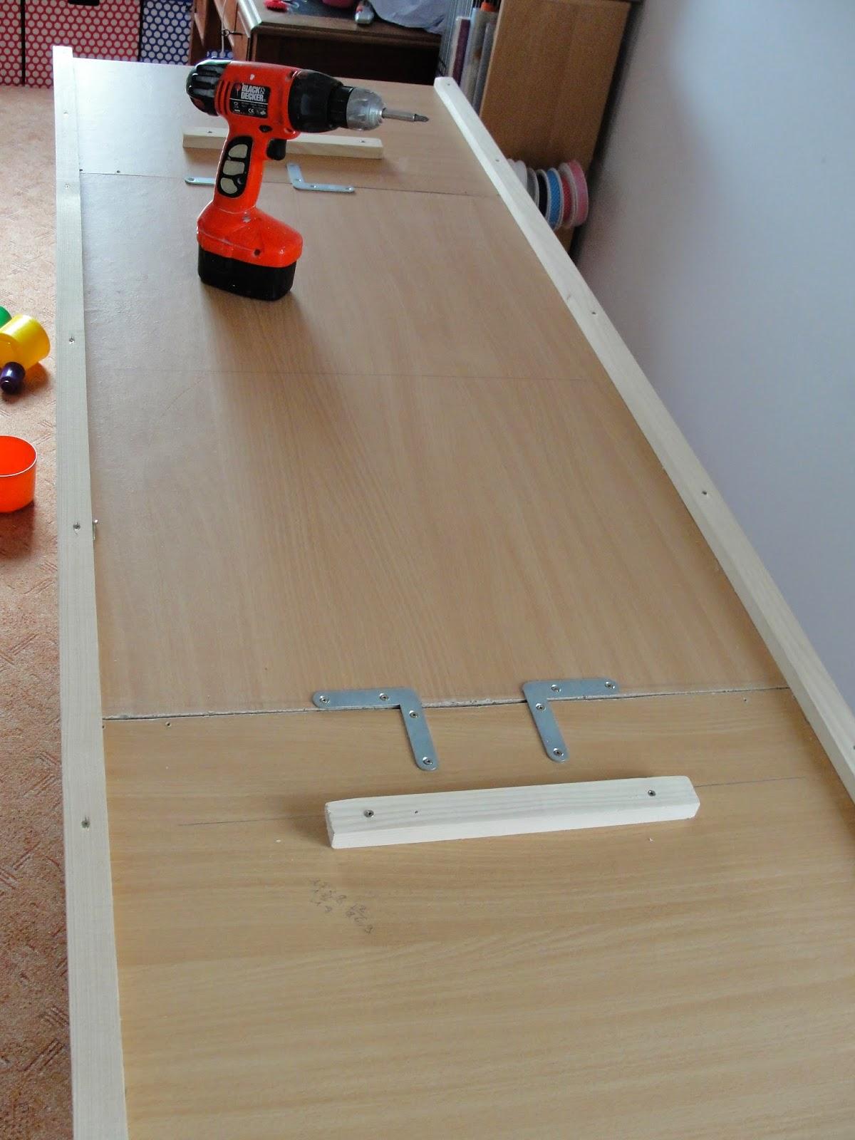 tuto d 39 une table pour mon atelier couture. Black Bedroom Furniture Sets. Home Design Ideas
