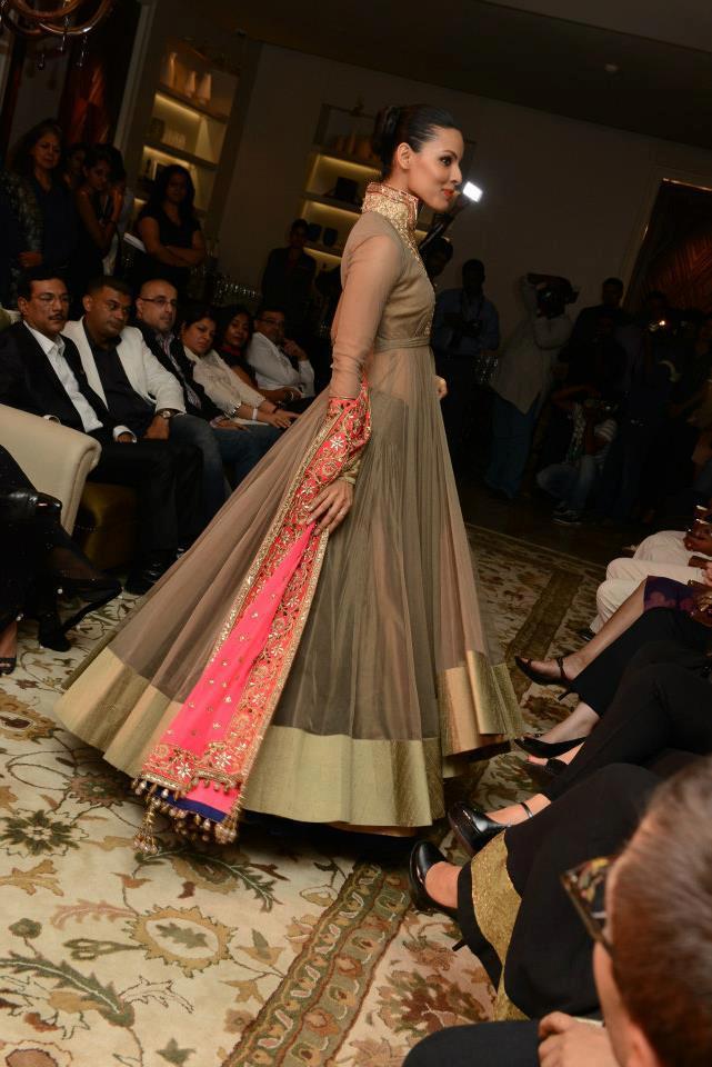 Großzügig Manish Malhotra Brautkleider Ideen - Brautkleider Ideen ...