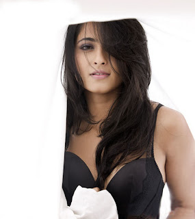 Anushka Shetty Unseen Hot Sexy Photo Gallery Wallpaper9