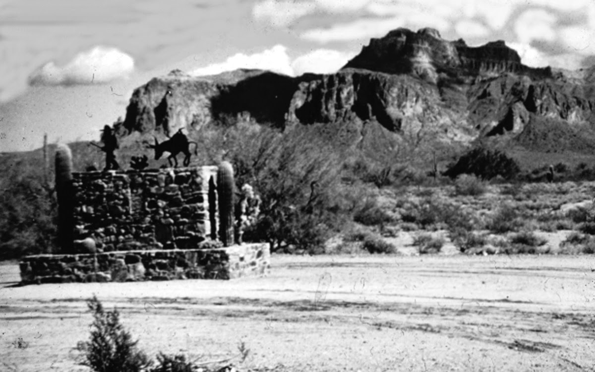 Lost Dutchman Monument on N. Apache Trail