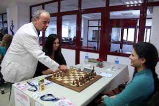 Echecs à Ankara - ronde 1: Betul Cemre Yildiz (2341) 0-1 Humpy Koneru (2593) - Photo © Fide