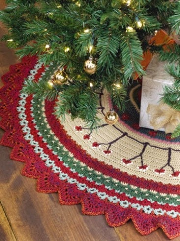Crochet Xmas Tree Skirt : This tree skirt is crocheted. It looks rather pretty with the colours ...