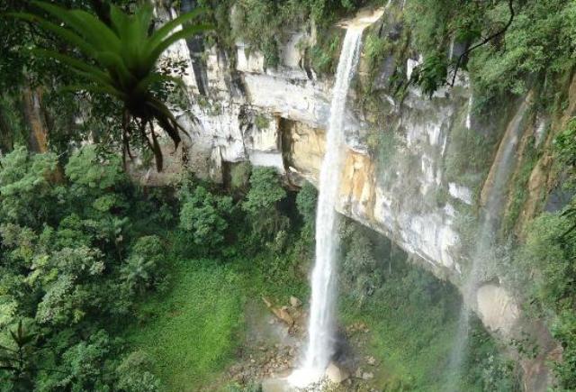 Hasil gambar untuk air terjun di indonesia