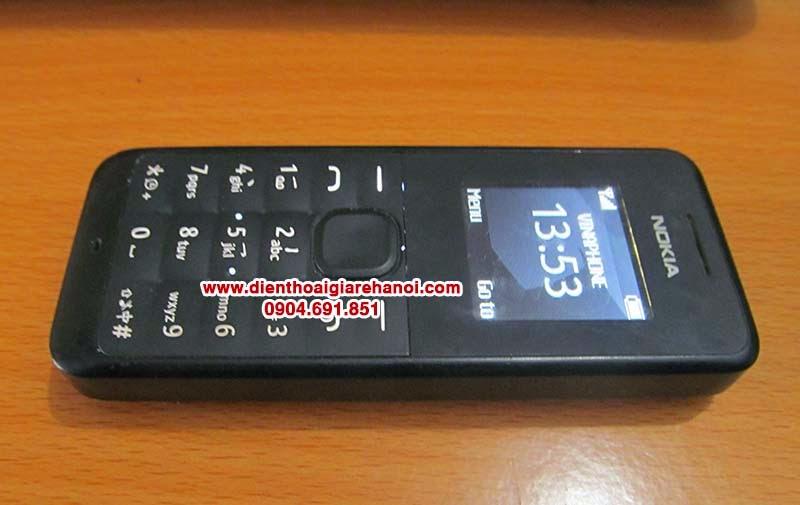 Bán điện thoại Nokia 105 cũ giá rẻ tại Hà Nội Cần bán điện thoại nokia 105 cũ giá rẻ tại hà nội, bán điện thoại nokia 105 nghe gọi tốt, sóng khỏe, loa to, mic to, bàn phím dễ to dễ bấm, có tai nghe chân to, nghe đài fm radio. Điện thoại Nokia 105 cũ nguyên bản, mọi tính năng hoạt động tốt, không lỗi lầm, hình thức như ảnh chụp Giá: 250.000 (máy, pin, sạc) Liên hệ: 0904.691.851  Khách hàng mua điện thoại này thường xem thêm:  Nokia 1202 giá 280k | Bán nokia 1202 cũ giá rẻ đen trắng nghe gọi tại Hà Nội Nokia 1280 giá 280K | Bán điện thoại cỏ nghe gọi chống cháy giá rẻ ở Hà Nội Nokia 1110i giá 250k nghe gọi sóng khỏe bán điện thoại cũ điện thoại cỏ chống cháy giá rẻ nhất Hà Nội  Hình chụp máy:     Thông tin tham khảo:  Nokia 105 - Bền bỉ mọi lúc mọi nơi  Là một nhà sản xuất dòng điện thoại phổ thông hàng đầu thế giới, Nokia luôn tung ra các sản phẩm nhẳm duy trị vị thế của mình trong phân khúc giá rẻ. Với quan điểm thiết kế nhỏ gọn, chắc chắn, bền bỉ, dễ dàng sử dụng với tất cả đối thượng người dùng,Nokia 105, Nokia 106, Nokia 107, Nokia 108 đã ra mắt người dùng đầy ứng tượng với các cấu hình khác nhau phù hợp với các nhu cầu đa dạng.  Nokia 105 : Pin siêu khỏe  Điểm ưu việt của dòng sản phẩm Nokia với các sản phẩm khác trên thị trường chính là thời lượng pin vô dịch, chí một lần sạc cho cá ngày sử dụng. Với sự bền bỉ và độ tinh cậy cao, Nokia luôn sẳn sang bất cứ khi nào bạn cần.  Nokia 105 : Trang nhã nhưng vẫn chắc chắn  Vẫn với phong cách thiết kế cứng cáp mạnh mẽ, Nokia mang đến cho bạn một sản phẩm giản dị với bàn phím bấm nhẹ nhàng êm ái, màn hình TFT kích thước 1.8 inches nhiều màu sắc cuốn hút và khả năng hoạt động bền bỉ trong bất kỳ diều kiện nào.  Nokia 105 : Tiện ích hơn  Mặc dù chỉ là dòng feature phone nhưng Nokia vẫn mang đến cho người dùng dầy đủ các trải nghiệm từ trình phát play list rất tiện dụng cho đến camera có chất lượng không cao nhưng cũng đủ ghi lại bất kỳ khoảnh khắc nào trong cuộc sống hằng ngày dù trên tay chỉ là chiếc feature phone giá rẻ