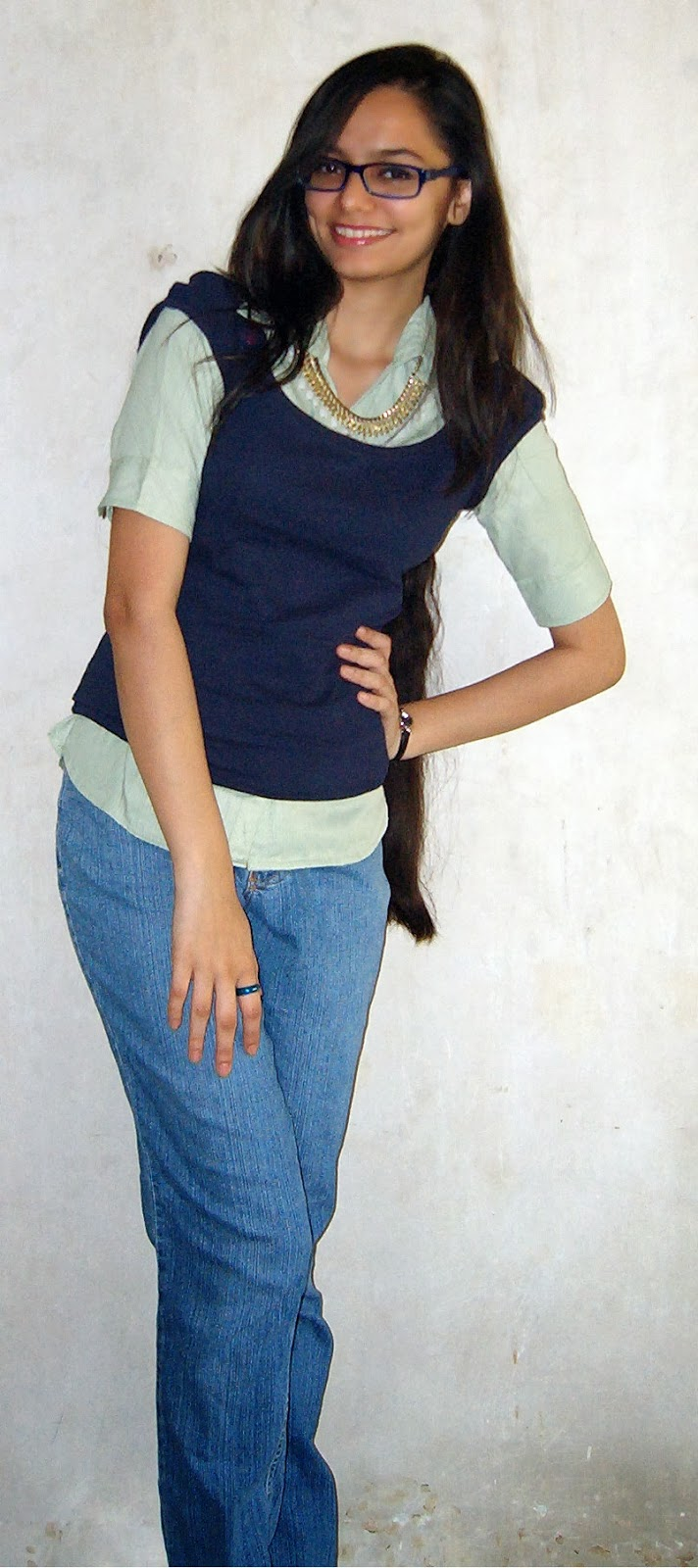 mumbai street fashion, casual workwear in mumbai, jeans and shirt with jumper, how to do layering
