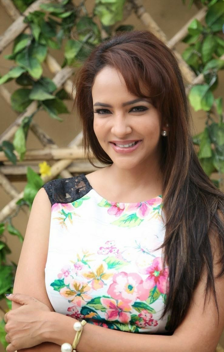 Dongaata heroine manchu lakshmi latest photos