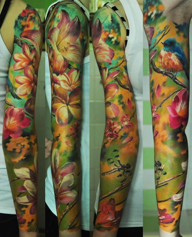 Tatuagem feminina no braço flora e fauna - tatuagem de natureza