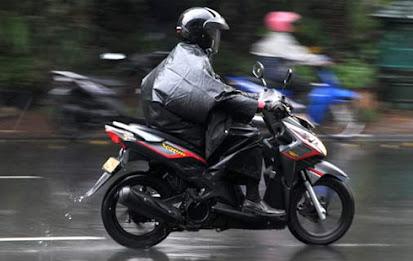 Tips dan Cara Berkendara Yang Baik Saat Hujan