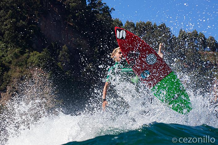 Surfing en la barra de Rodiles