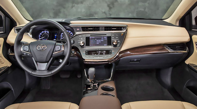 Interior view of 2015 Toyota Avalon Hybrid