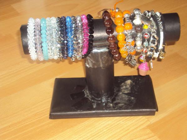 Diy: Bracelet holder.