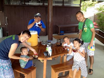 沖縄家族旅行 サトウキビ刈り 恩納村 体験/観光