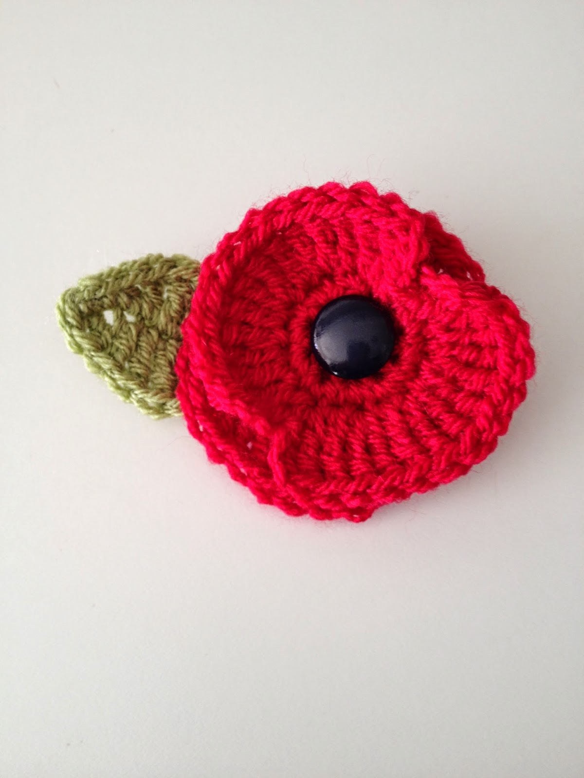Free Crochet Poppy Brooch Pattern : Eirawen: Crochet Poppy