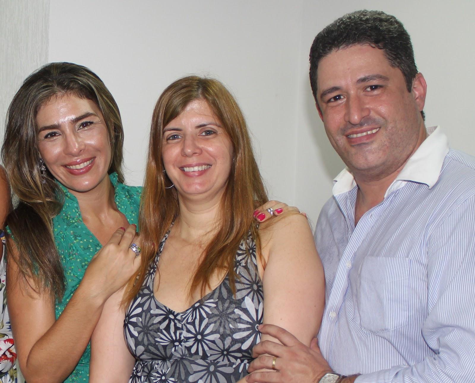 http://4.bp.blogspot.com/-VTcKmzXYRgY/Tv3W8MDcz5I/AAAAAAAAD9E/rkmbA-fIVUc/s1600/004+-+Rebeca+Levy+%252C+M%25C3%25B4nica+Estellita+%2528diretora+da+EP+viagens%2529%252C+Alex+Dissat+%2528diretor+4+cantos+turismo%2529.JPG