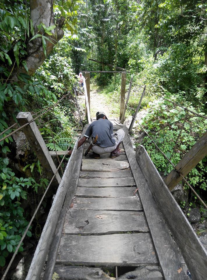 perbaikan jembatan gantung kayu rappoang