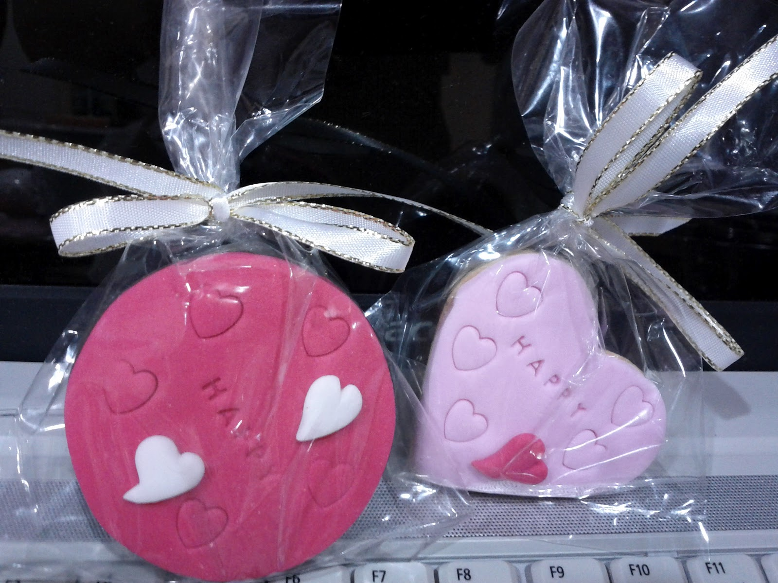My*House Baking: Fondant cookies for wedding