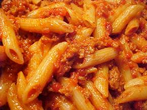 Penne avec délicieuse sauce aux saucisses italiennes