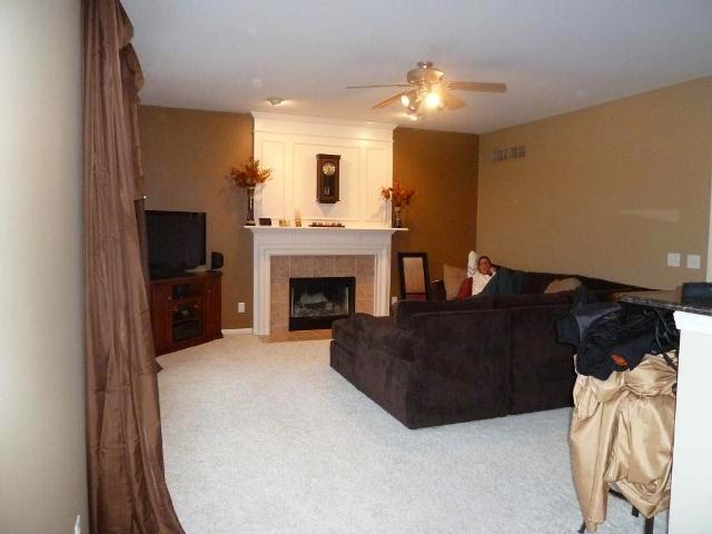 How to select wall paint colors for living room for Dark wall ideas