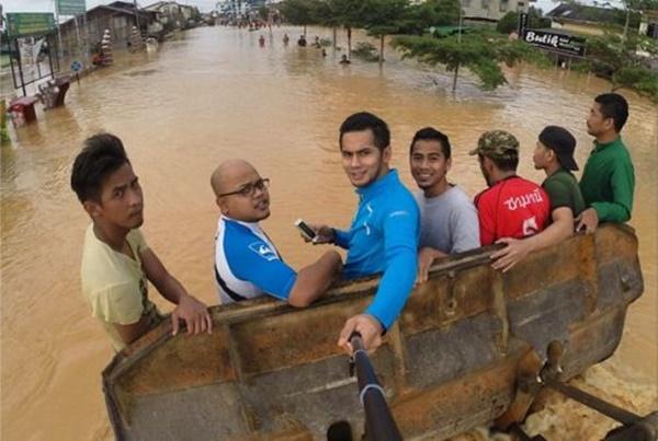 (GAMBAR) Selfie Artis Mendapat Kritikan Hebat Netizen, No.1 Paling Meletop!!