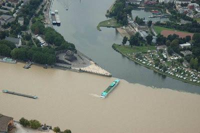 Pertemuan Sungai Moselle dan Rhine di Koblenz, Jerman.