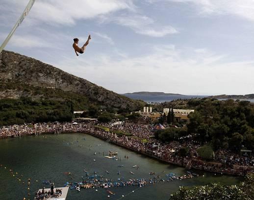 FaceLeakz - Foto para Perenang melompat dari Ketinggian  Ekstrim di Cliff Diving World Series, Athena
