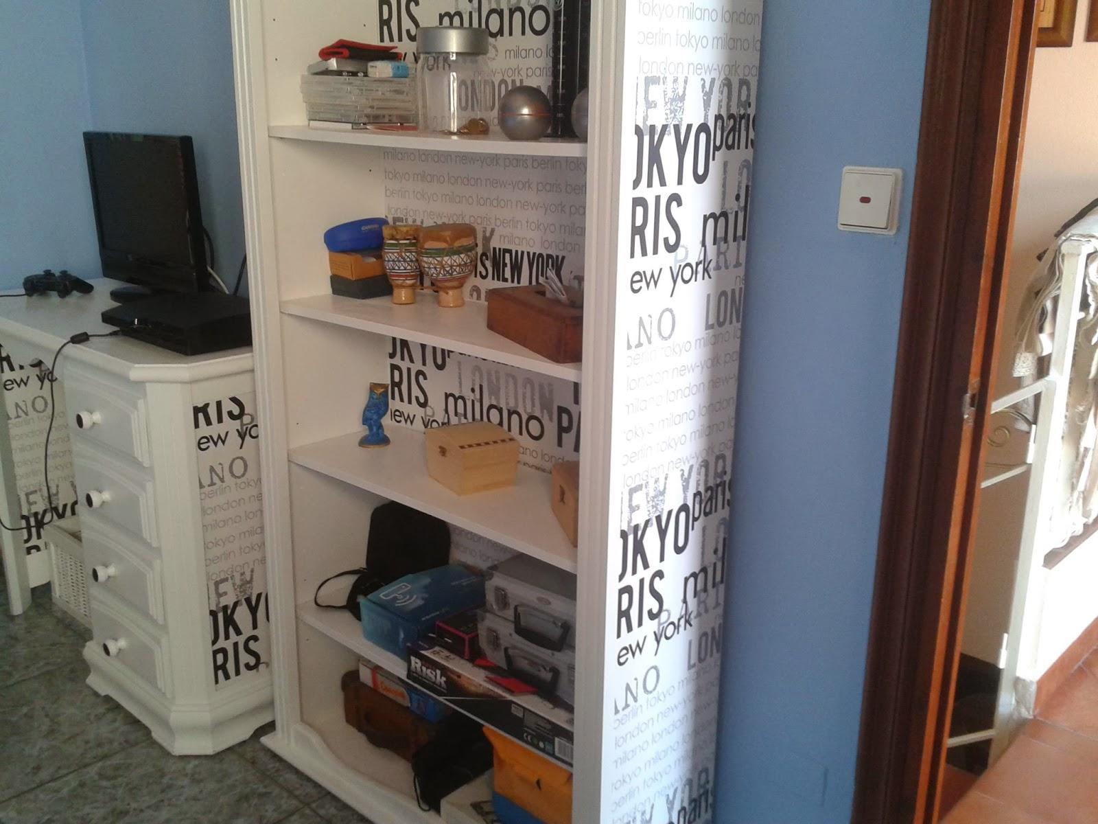 Muebles restaurado con pintura y papel de empapelar - Empapelar muebles ...