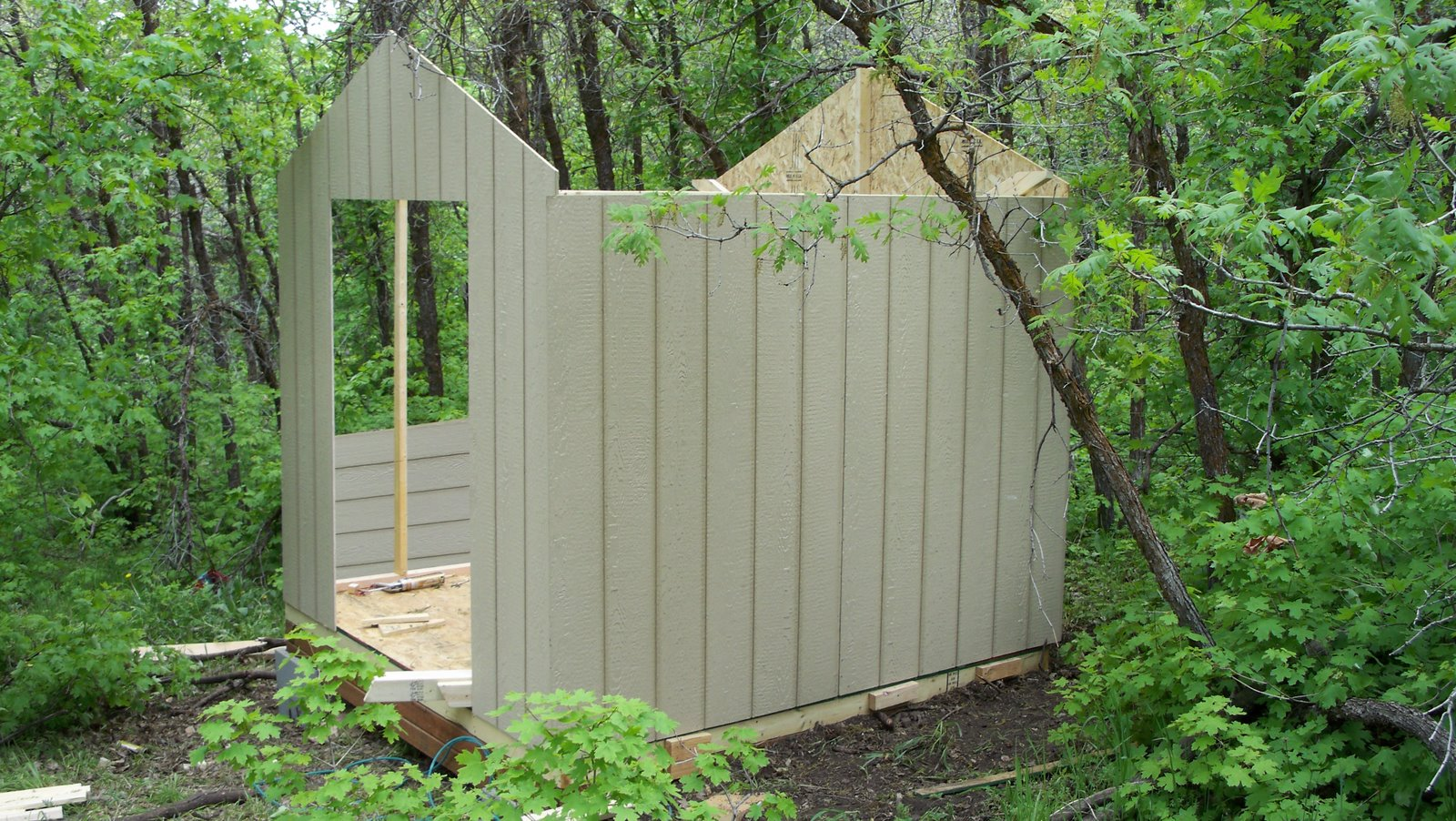how to build a chicken coop cheap