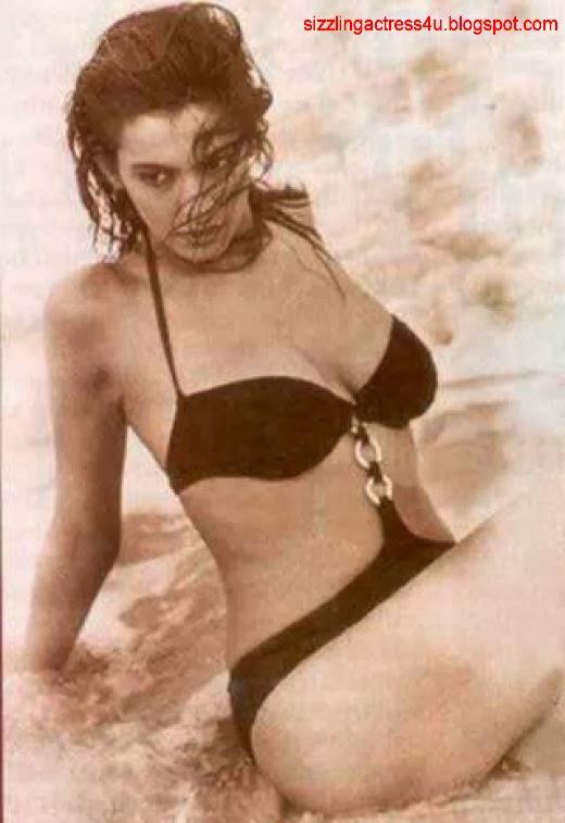 Pooja Bedi unssen bikini pics