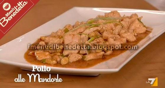 Pollo alle mandorle la ricetta di benedetta parodi - Ricette cucina parodi ...