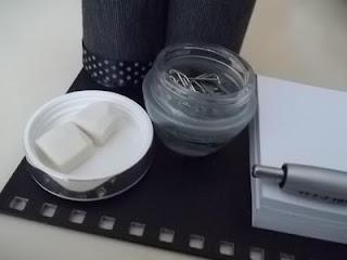 Porta-canetas feito de material reaproveitado