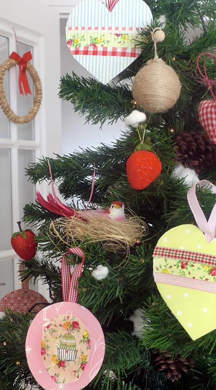 Lalibelula arbol de navidad con corazones de papel de ikea - Arbol de navidad con papel ...