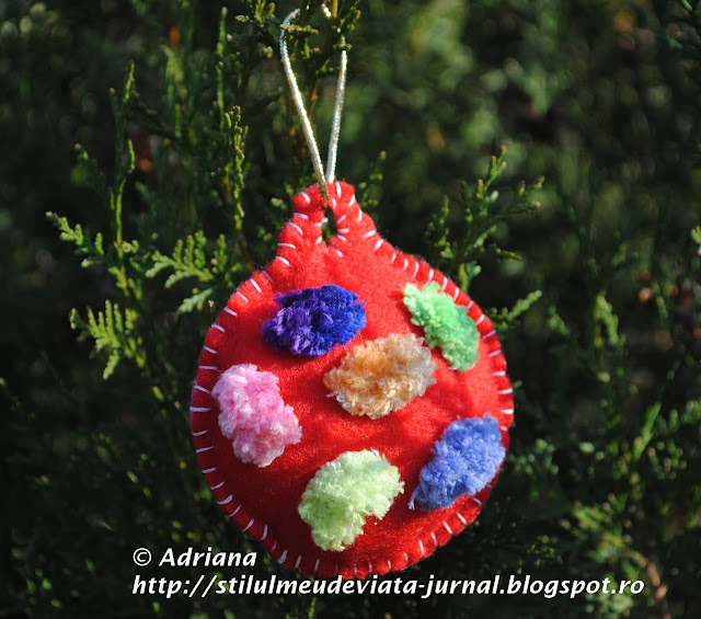 glob rosu din fetru, ornament handmade de craciun