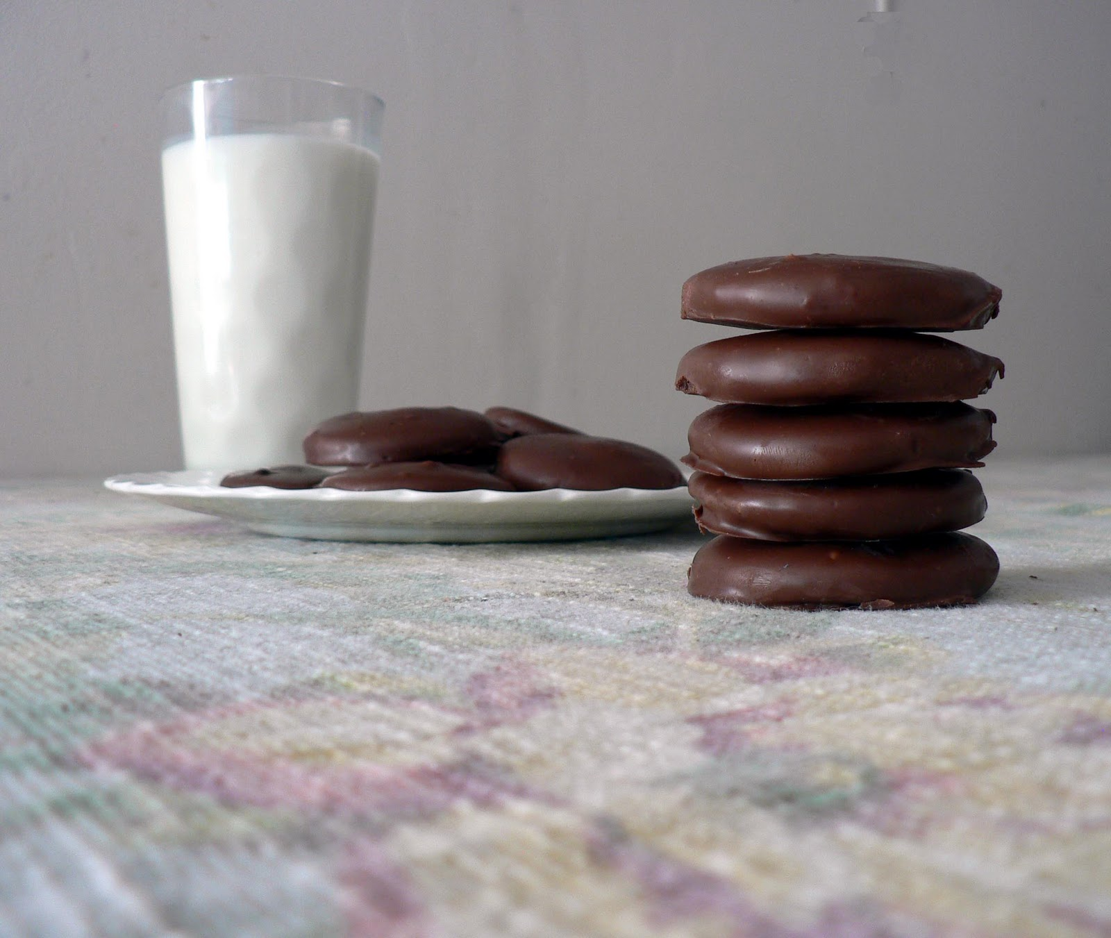thin mints make homemade thin mints homemade and all natural thin mint ...