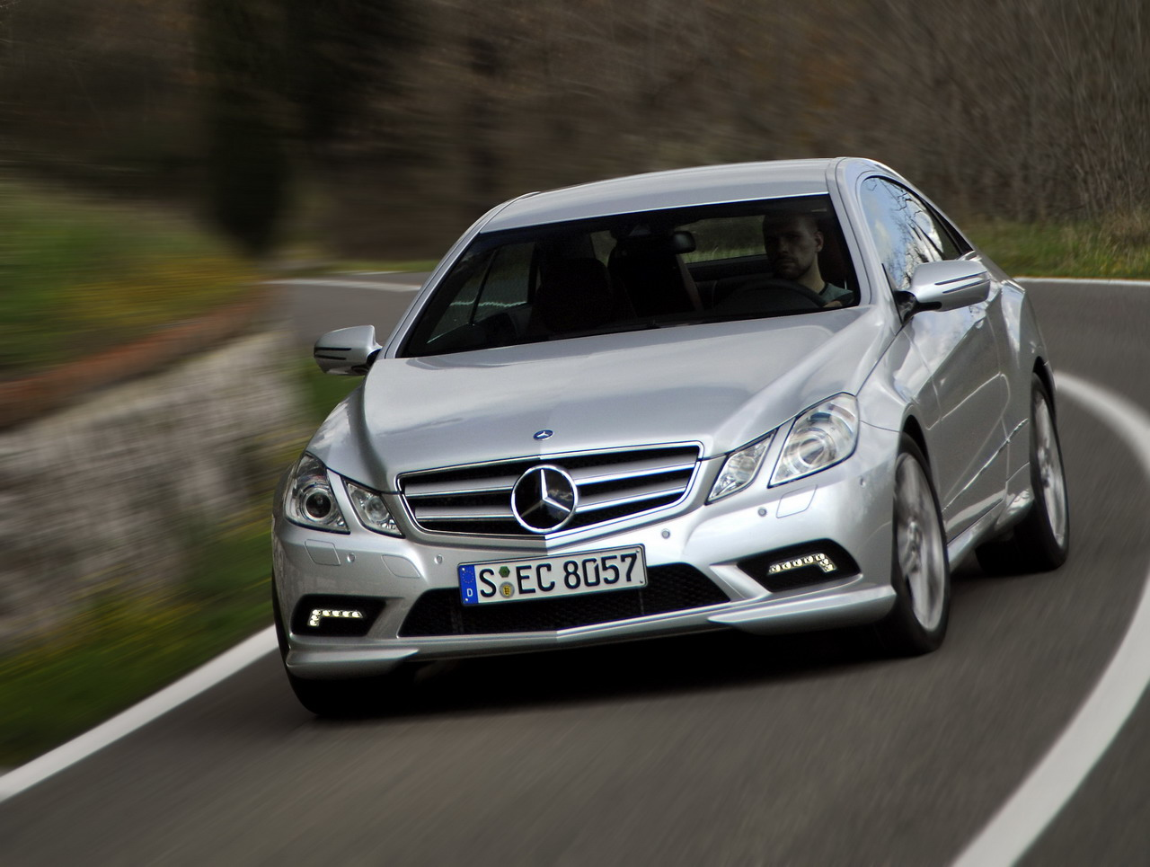 Sunhayoon ercedes benz e class wallpaper for Mercedes benz brand image