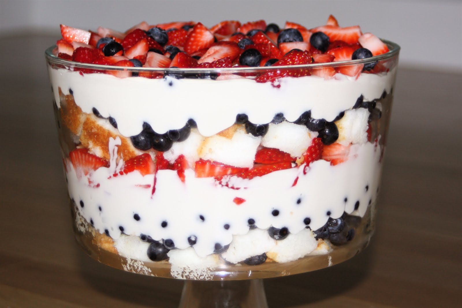 4th of July Patriotic Berry Trifle | Six Sisters' Stuff
