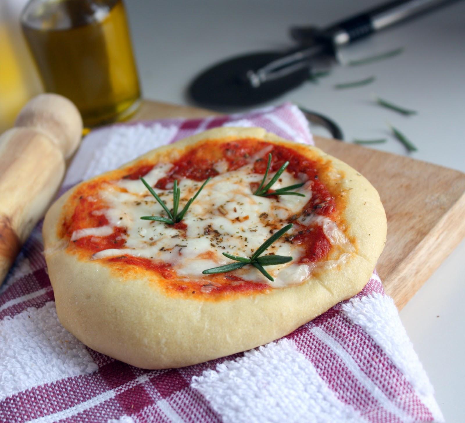 how to cook italian pizza Cook - traduzione del vocabolo e dei suoi composti, e discussioni del forum.