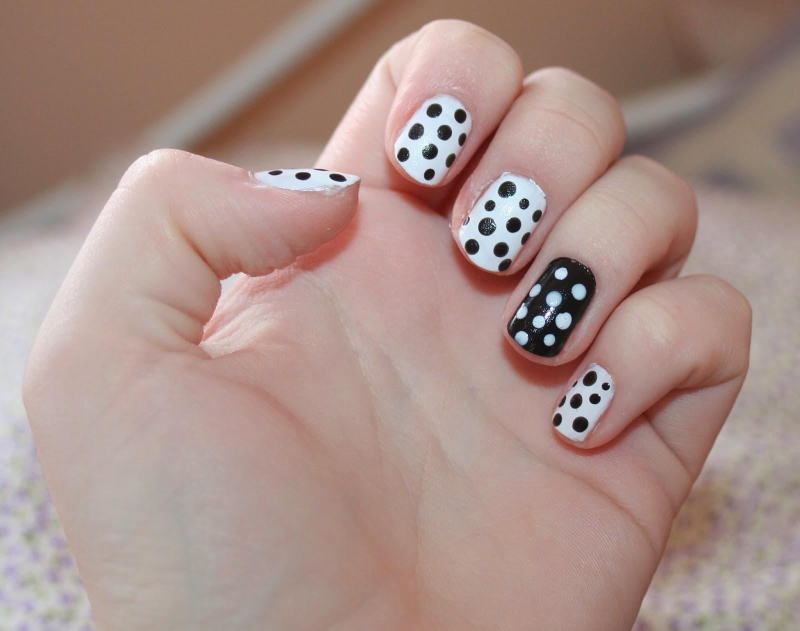 Flowertopsfi: Nail Art - Polka Dots