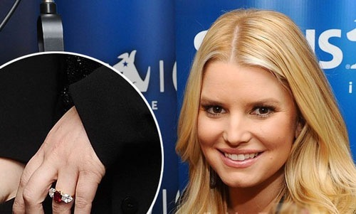 Jessica Simpsonu0027s First Engagement Ring From Nick Lachey: 4 Carats, Pear  Shape
