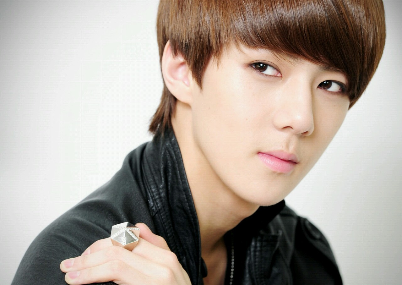 Now for SEHUN PICTURE AND GIF SPAM!!!!! 8D