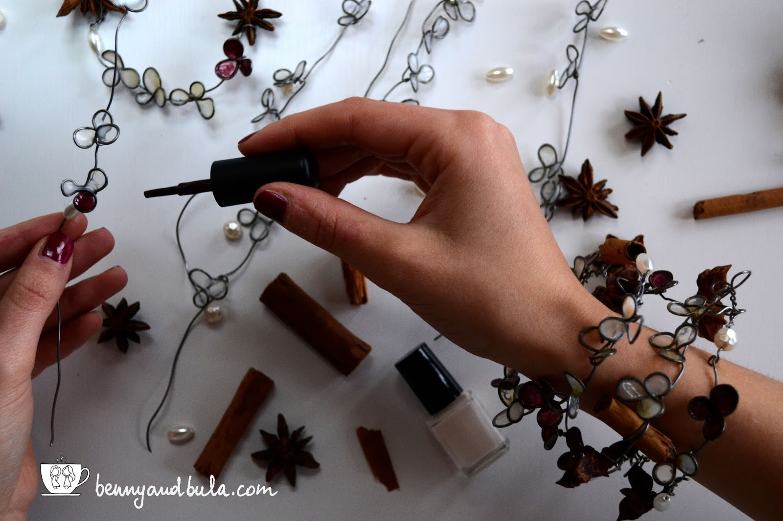 Natale 2015 girlande fai da te con fil di ferro, smalto e colla/DIY Christmas garlands with wire glue and nail polish