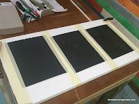 Tablero plano con lijas para rectificar el cepillo. www.enredandonogaraxe.com