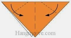 Bước 3: Gấp chéo hai cạnh tờ giấy vào trong để tạo tai chó.