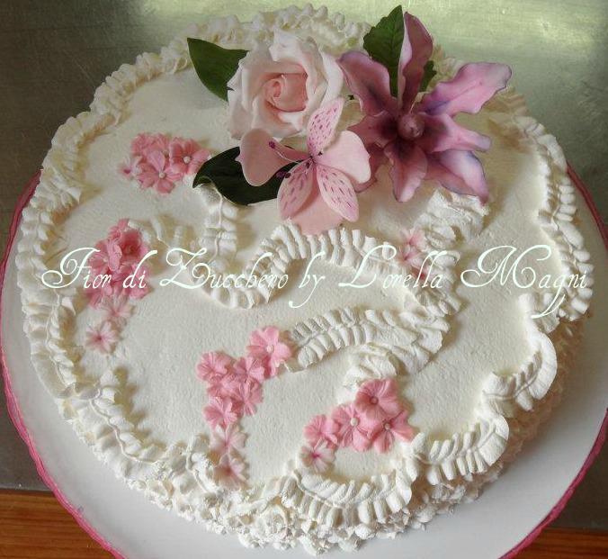 Fior di zucchero by lorella magni le torte decorare con for Decorazioni torte uomo con panna